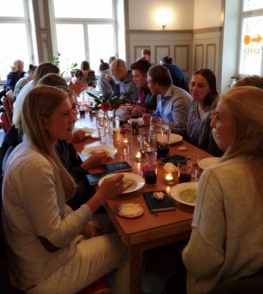 Efter mötet samlades vi i kårhuset för soppa tillagat av vårt Larkråd
